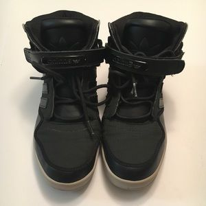 Size 7 Men's Adidas High Tops Velcro and Laces